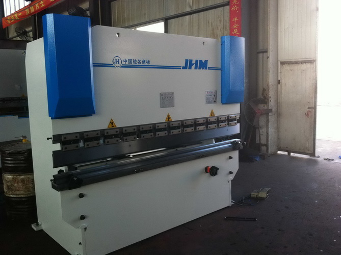 WC67Y-125 / 3200 hydraulic sheet metal bending machine